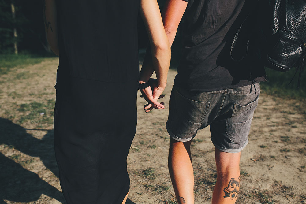 couple it being met on a casual dating site is held by the hand