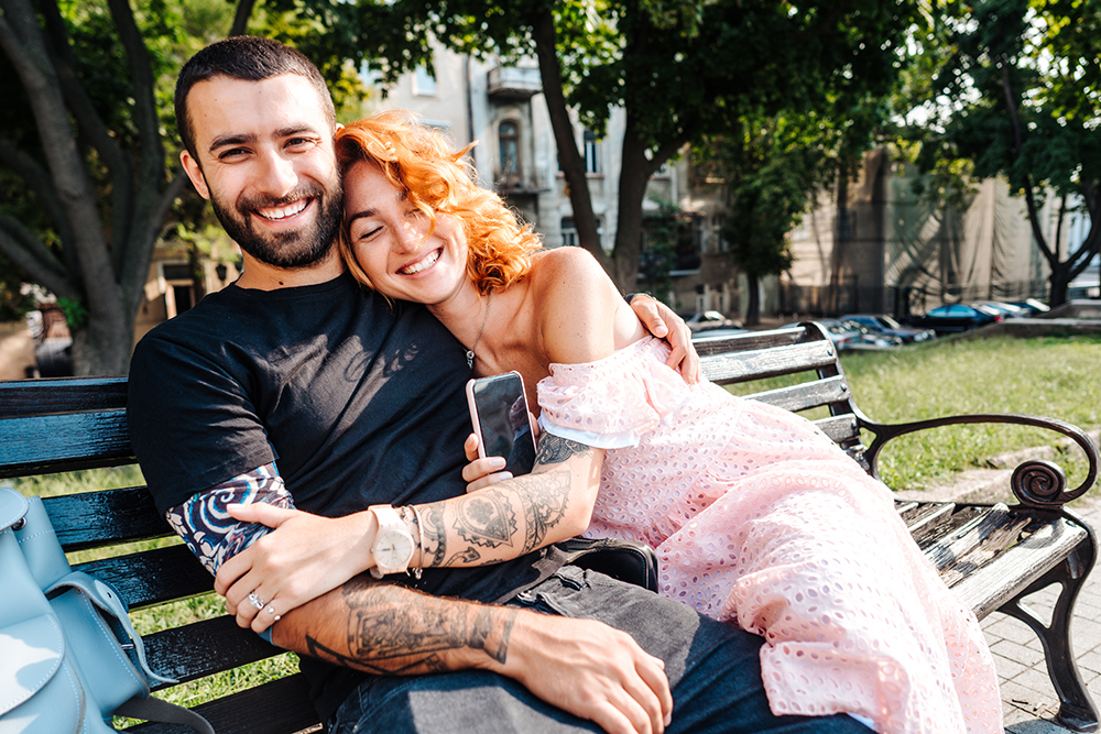 a man and a woman fell in love by registering on a casual dating site
