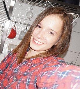 Emi Lia 01